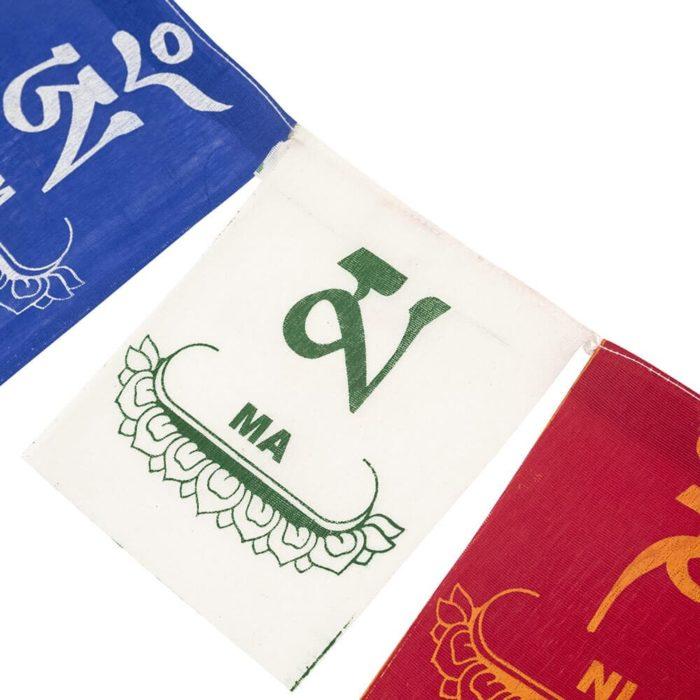 Bandera de plegaria tibetana con los 5 colores y elementos
