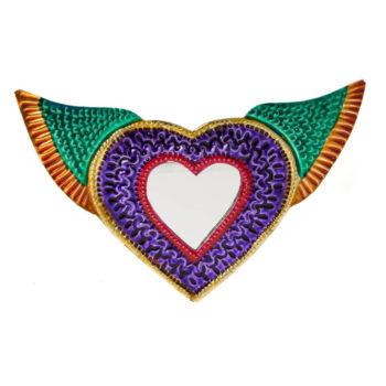 Corazón hojalata con espejo hecho en Oaxaca, México.