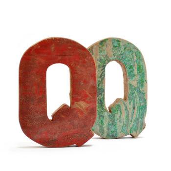 Alfabeto decorado en letras de madera reciclada