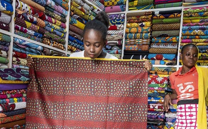 Tienda de tela wax en África